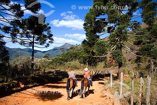 Assunto: Pessoas andando à cavalo / Local: Itamonte - Minas Gerais (MG) - Brasil / Data: 08/2009