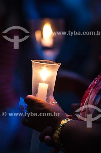 Assunto: Devoto com vela no Dia de São Jorge / Local: Quintino Bocaiúva - Rio de Janeiro (RJ) - Brasil / Data: 04/2012