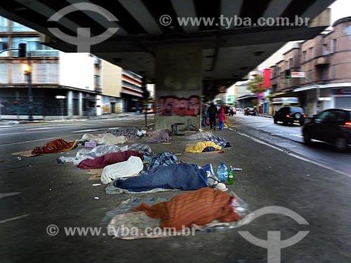 Assunto: Moradores de rua abrigados sob o Elevado Presidente Costa e Silva - também conhecido como Minhocão / Local: São Paulo (SP) - Brasil / Data: 05/2010
