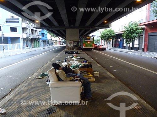 Assunto: Morador de rua abrigado sob Elevado Presidente Costa e Silva - também conhecido como Minhocão / Local: São Paulo (SP) - Brasil / Data: 05/2010