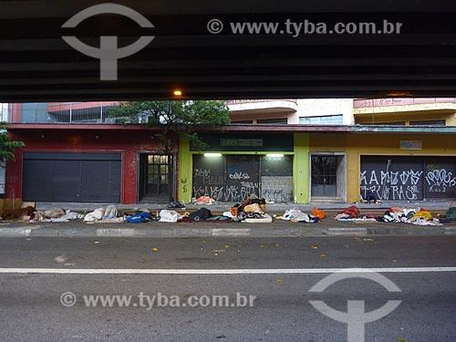 Assunto: Moradores de rua abrigados sob Elevado Presidente Costa e Silva - também conhecido como Minhocão / Local: São Paulo (SP) - Brasil / Data: 05/2010