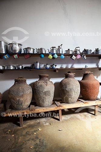 Assunto: Bilha (Jarro utilizado para armazenar água) no interior da casa sede da Fazenda Não Me Deixes / Local: Daniel de Queiroz - Quixadá - Ceará (CE) - Brasil / Data: 11/2012