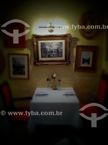 Assunto: Mesa de jantar para duas pessoas - foto feita com IPhone / Local: São Paulo (SP) - Brasil / Data: 09/2012