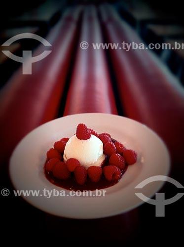 Assunto: Sobremesa - foto feita com IPhone / Local: Bela Vista - São Paulo (SP) - Brasil / Data: 09/2012