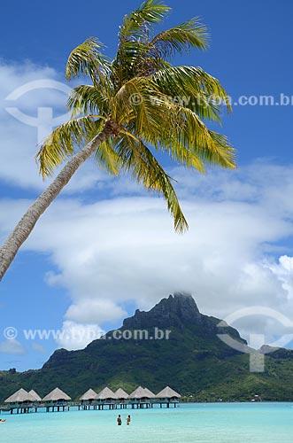 Assunto: Vista dos bangalores do resort com o Monte Otemanu ao fundo / Local: Ilha Bora Bora - Polinésia Francesa - Oceania / Data: 10/2012