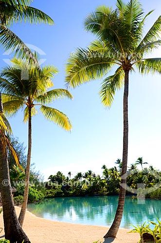 Assunto: Pequena praia com vegetação nativa ao fundo / Local: Ilha Bora Bora - Polinésia Francesa - Oceania / Data: 10/2012