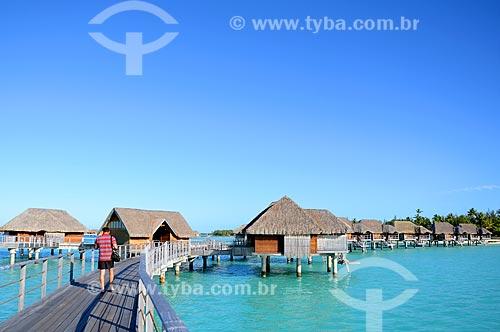 Assunto: Passarela que dá acesso aos bangalores de um resort / Local: Ilha Bora Bora - Polinésia Francesa - Oceania / Data: 10/2012