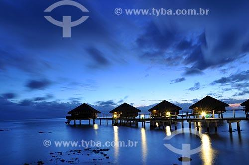 Assunto: Luzes dos bangalores de um resort / Local: Ilha Bora Bora - Polinésia Francesa - Oceania / Data: 10/2012