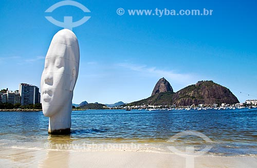 Assunto: Estátua de fibra de vidro denominada Awilda, instalada na Praia de Botafogo - Obra do artista espanhol Jaume Plensa / Local: Botafogo - Rio de Janeiro (RJ) - Brasil / Data: 09/2012