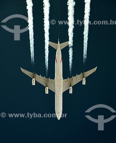 Assunto: Trilha de condensação deixada pelo Airbus A343 / Local: Próxima à Aqrah - Iraque - Ásia / Data: 03/2012