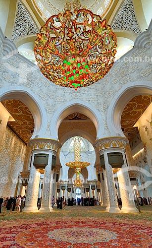 Assunto: Lustre da Grande Mesquita de Abu Dhabi - Mesquita Sheik Zayed Bin Sultan Al Nathyan - o fundador do Emirados Arabes Unidos / Local: Abu Dhabi - Emirados Árabes Unidos - Ásia / Data: 03/2012