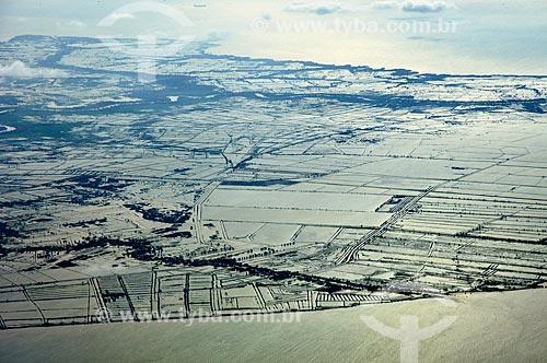Assunto: Vista aérea de área alagada próxima à Baía de Jacarta / Local: Jacarta - Ilha de Java - Indonésia - Ásia / Data: 11/2010