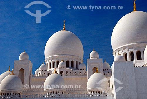 Assunto: Cúpulas da Grande Mesquita de Abu Dhabi - Mesquita Sheik Zayed Bin Sultan Al Nathyan - o fundador do Emirados Arabes Unidos / Local: Abu Dhabi - Emirados Árabes Unidos - Ásia / Data: 12/2009