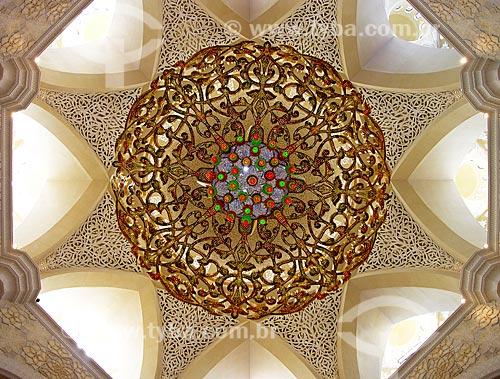 Assunto: Lustre da Grande Mesquita de Abu Dhabi - Mesquita Sheik Zayed Bin Sultan Al Nathyan - o fundador do Emirados Arabes Unidos / Local: Abu Dhabi - Emirados Árabes Unidos - Ásia / Data: 02/2009