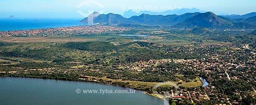 Assunto: Vista aérea da cidade de Maricá sobre a Lagoa de Maricá com Itaipuaçu ao fundo / Local: Maricá - Rio de Janeiro (RJ) - Brasil / Data: 07/2010