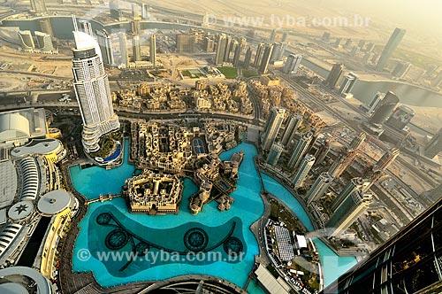 Assunto: Vista de Dubai no Edifício Burj Khalifa - edifício mais alto do mundo - e o Lago Burj Khalifa / Local: Dubai - Emirados Árabes Unidos - Ásia / Data: 03/2012