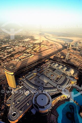 Assunto: Vista de Dubai no Edifício Burj Khalifa - edifício mais alto do mundo - e o Shopping de Dubai / Local: Dubai - Emirados Árabes Unidos - Ásia / Data: 03/2012