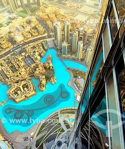 Assunto: Vista do centro da cidade de Dubai no Edifício Burj Khalifa - edifício mais alto do mundo - e o Lago Burj Khalifa / Local: Dubai - Emirados Árabes Unidos - Ásia / Data: 03/2012