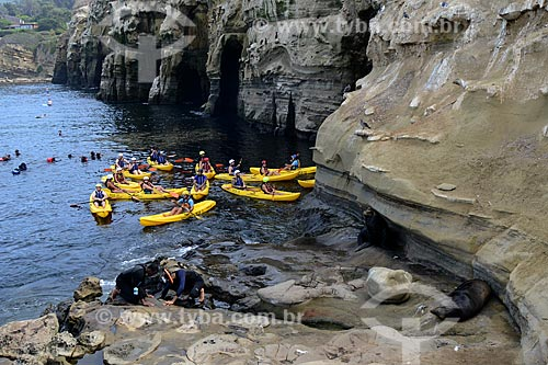 Assunto: Turistas com caiaques em La Jolla Cave / Local: San Diego - Califórnia - Estados Unidos da América - EUA / Data: 09/2012