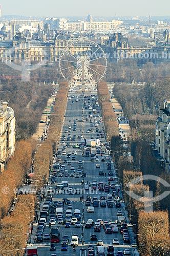 Assunto: Avenida Champs-Élysées com a Roda Gigante instalada na Place de la Concorde (Praça da Concórdia) no fundo / Local: Paris - França - Europa / Data: 02/2012