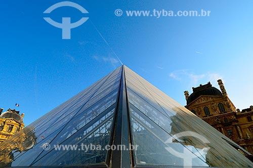 Assunto: Pirâmide do Louvre (1989) - no pátio principal do Palais du Louvre (Palácio do Louvre) na entrada do Musée du Louvre (Museu do Louvre) / Local: Paris - França - Europa / Data: 02/2012