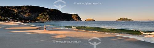 Assunto: Praia de Itaipu com o Morro das Andorinhas à esquerda e a Ilha da Filha e a Ilha da Mãe à direita / Local: Itaipú - Niterói - Rio de Janeiro (RJ) - Brasil / Data: 07/2012
