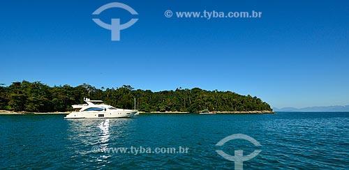 Assunto: Barco próximo à Ilha da Gipoia / Local: Distrito Ilha Grande - Angra dos Reis - Rio de Janeiro (RJ) - Brasil / Data: 07/2012