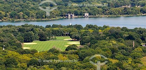 Assunto: Great Lawn no Central Park com o Jacqueline Kennedy Onassis Reservoir (Reservatório Jacqueline Kennedy Onassis) ao fundo / Local: Manhattan - Nova Iorque - Estados Unidos - América do Norte / Data: 09/2010