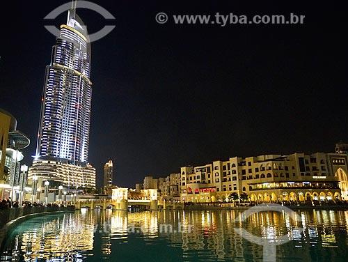 Assunto: Lago Burj Khalifa com o The Address Downtown Hotel à esquerda / Local: Dubai - Emirados Árabes Unidos - Ásia / Data: 01/2011