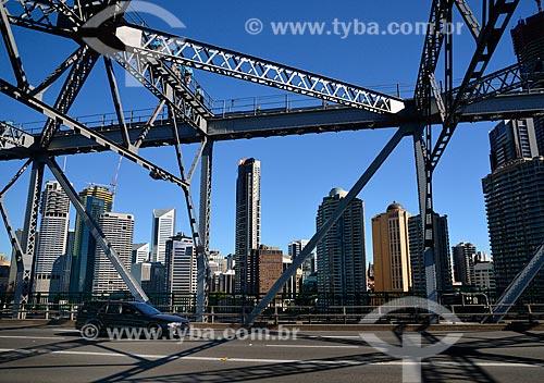Assunto: Vista dos prédios entre a estrutura metálica da Story Bridge / Local: Brisbane - Queensland - Austrália - Oceania / Data: 07/2011