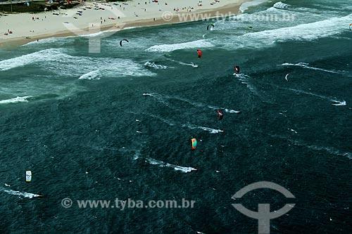 Assunto: Praticantes de kitesurf na praia da Barra da Tijuca / Local: Rio de Janeiro - Rio de Janeiro (RJ) - Brasil / Data: 12/2012