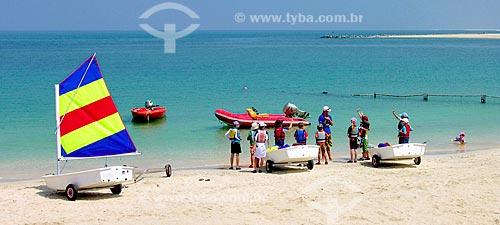 Assunto: Crianças na escola de velejadores na Praia de Jumeirah / Local: Dubai - Emirados Árabes Unidos - Ásia / Data: 04/2009