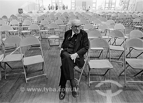Assunto: Advogado Heráclito Fontoura Sobral Pinto (1893 - 1991) sentado em sala de aula aguardando a hora de realizar uma conferência - PUC Rio / Local: Gávea - Rio de Janeiro (RJ) - Brasil / Data: 1983