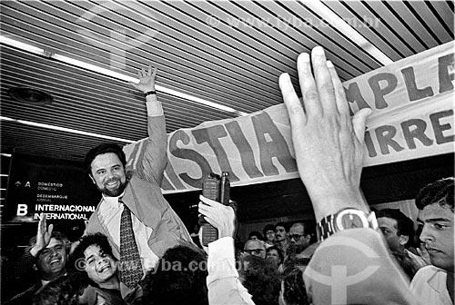 Assunto: Márcio Moreira Alves volta do exílio - Aeroporto Internacional do Rio de Janeiro / Local: Rio de Janeiro (RJ) - Brasil / Data: 09/1979