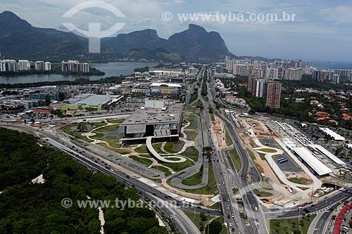 Assunto: Vista do Bosque da Barra, Cidade da Música e terminal BRT (Bus Rapid Transit)  à direita e Pedra da Gávea ao fundo / Local: Barra da Tijuca - Rio de Janeiro (RJ) - Brasil / Data: 12/2012