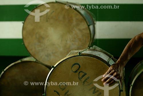 Assunto: Instrumentos de percussão na quadra da Escola de Samba Mocidade Independente de Padre Miguel / Local: Padre Miguel - Rio de Janeiro (RJ) - Brasil / Data: 01/2004