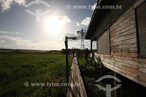 Assunto: Colônia de pescadores as margens do Rio Araguari / Local: Amapá (AP) - Brasil / Data: 05/2012
