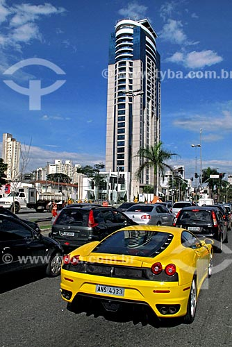 Assunto: Ferrari na Avenida Faria Lima / Local: Itaim Bibi - São Paulo (SP) - Brasil / Data: 08/2009