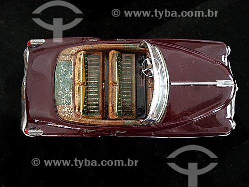 Assunto: Carro de brinquedo - Cadillac conversível - 1950 / Local: Rio de Janeiro (RJ) - Brasil / Data: 09/2012