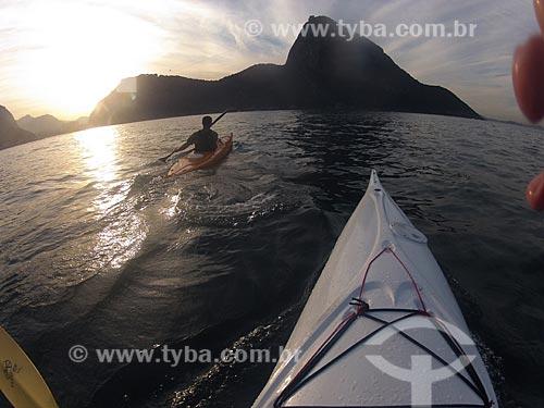 Assunto: Caiaque em direção ao Pão de Açúcar durante o pôr do sol / Local: Rio de Janeiro (RJ) - Brasil / Data: 07/2012