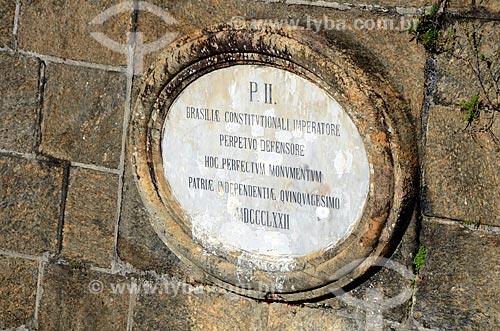 Placa com a marca do imperador Dom Pedro II na entrada do Forte São José na Fortaleza de São João - também conhecida como Fortaleza de São João da Barra do Rio de Janeiro   - Rio de Janeiro - Rio de Janeiro - Brasil