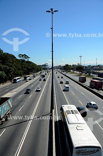 Assunto: Avenida Brasil na altura da Passarela 6 - Fundação Oswaldo Cruz (Fiocruz) à esquerda / Local: Manguinhos - Rio de Janeiro (RJ) - Brasil / Data: 08/2012