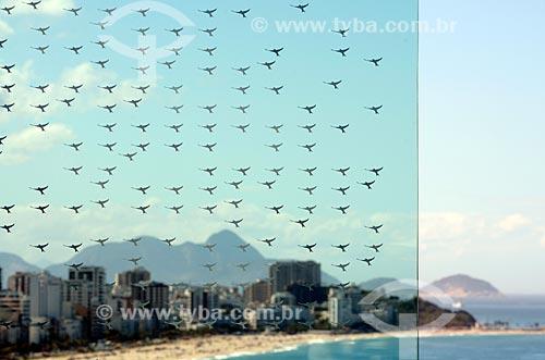 Assunto: Orla vista a partir do Memorial às vítimas do voo AF 447 (Air France) - no vidro há 228 andorinhas / Local: Leblon - Rio de Janeiro (RJ) - Brasil / Data: 08/2012