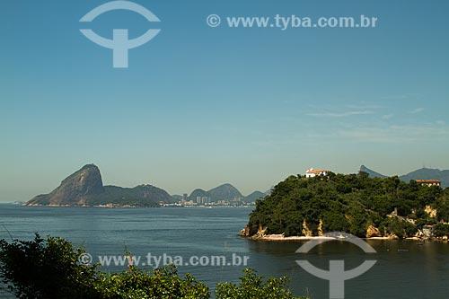 Assunto: Vista da Ilha da Boa Viagem com a Capela de Nossa Senhora da Boa Viagem (Século XVIII) e o Pão de Açúcar ao fundo / Local: Boa Viagem - Niterói - Rio de Janeiro (RJ) - Brasil / Data: 12/2012