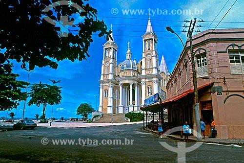 Assunto: Catedral de São Sebastião e tradicional  Bar Vesúvio na  Praça Dom Eduardo / Local: Ilhéus - Bahia (BA) - Brasil / Data: 1998