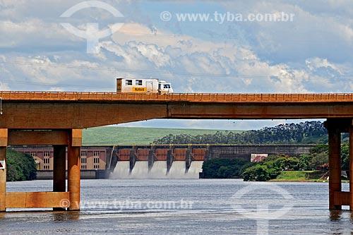 Assunto: Ponte sobre o rio Tietê com Usina Hidrelétrica Barra Bonita ao fundo / Local: Barra Bonita - São Paulo (SP) - Brasil / Data: 01/2009