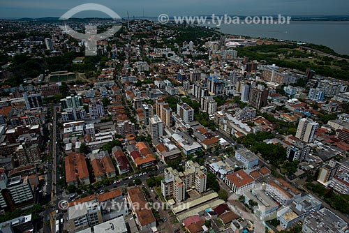 Vista aérea dos bairros Menino Deus e Santa Tereza com ao fundo - à esquerda - o Departamento Municipal de Água e Esgoto e - à direita - o Complexo Esportivo Beira Rio   - Santa Tereza - Rio Grande do Sul - Brasil