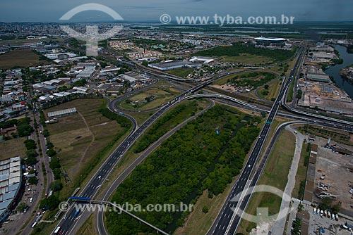 Assunto: Cruzamento da Rodovia Osvaldo Aranha (BR-290) - também conhecida como Free Way - com a Arena do Grêmio ao fundo / Local: Humaitá - Porto Alegre - Rio Grande do Sul (RS) - Brasil / Data: 12/2012