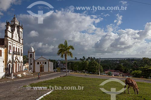 Assunto: Igreja e Convento do Sagrado Coração de Jesus (1742) com a Igreja dos Santos Cosme e Damião (1535) ao fundo - considerada a igreja mais antiga do Brasil / Local: Igarassu - Pernambuco (PE) - Brasil / Data: 01/2013