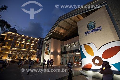 Assunto: Centro de Artesanato de Pernambuco (CAPE) com a Caixa Cultural Recife (1912) ao fundoLocal: Recife - Pernambuco (PE) - BrasilData: 01 / Local: Recife - Pernambuco (PE) - Brasil / Data: 01/2013